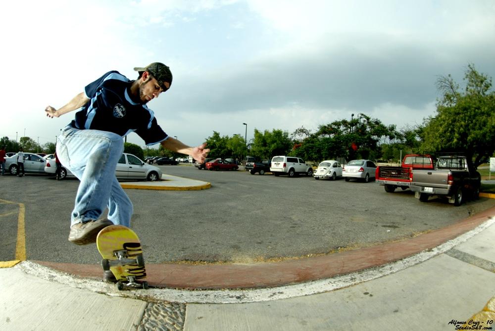 a-cruz-nosebluntslide-into-bank-2010