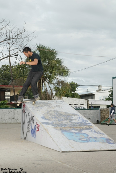 javier-yeverino-rock-fakie